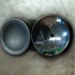 A rugó rögzítő eleme ( balról - működő, jobbról - sérült).