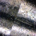 Porysowana iglica rozpylacza (zdjęcie wykonane mikroskopem).